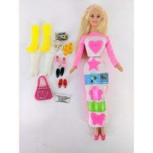 Barbie Picture Pockets Doll & Accessories